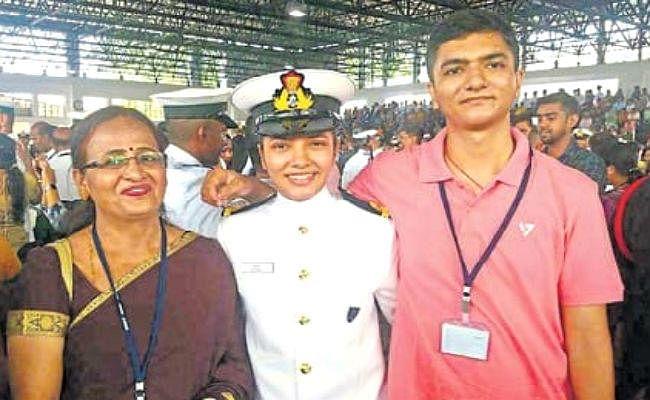 बेटी शिवांगी की उपलब्धि पर बोले माता-पिता, नाज है बेटी पर, पूरे देश में हमें दी नयी पहचान