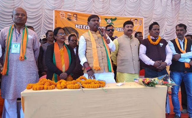 खूंटपानी : अर्जुन मुंडा ने भाजपा प्रत्याशी के पक्ष में की चुनावी सभा, कहा- जंगलों में रह रहे लोगों को मिलेगा जमीन का पट्टा