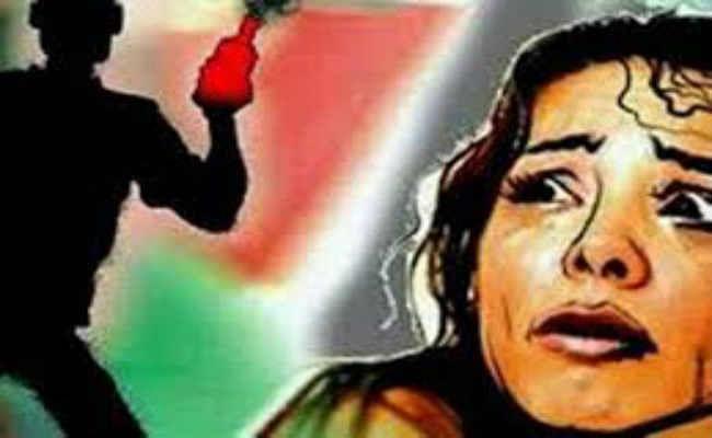 गोपालगंज : छेड़खानी का विरोध किया तो घर में घुस तेजाब फेंका