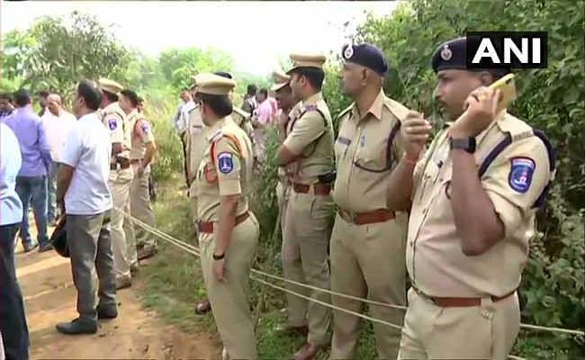 हैदराबाद एनकाउंटर मामला: सोशल मीडिया पर पुलिस बनी ''सिंघम'', लोग बोले- बहुत बढिया