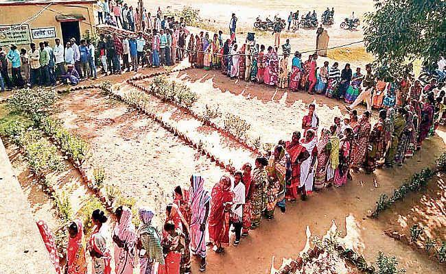 घाटशिला : ग्रामीण क्षेत्र के वोटरों ने दिखाया उत्साह