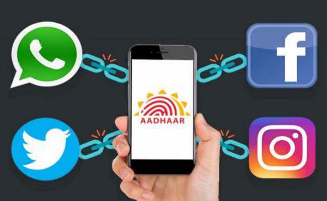 Facebook, WhatsApp, Twitter अकाउंट को Aadhaar, PAN से जोड़ने को लेकर कोर्ट ने दिया यह फैसला