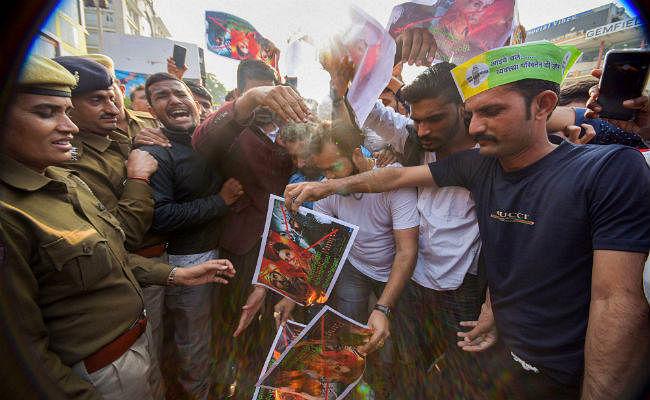 जयपुर के कई सिनेमाघरों से हटी 'पानीपत'', जानें वजह