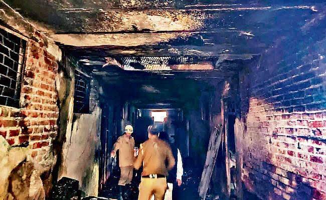 दिल्ली अग्निकांड : मरने वाले बिहारी मजदूरों की संख्या बढ़कर 38 हुई, समस्तीपुर के तीन गांवों के 13 की हुई मौत