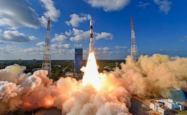 ISRO ने रिसैट-2बीआर1 और नौ विदेशी उपग्रहों को पृथ्वी की कक्षा में सफलतापूर्वक स्थापित किया