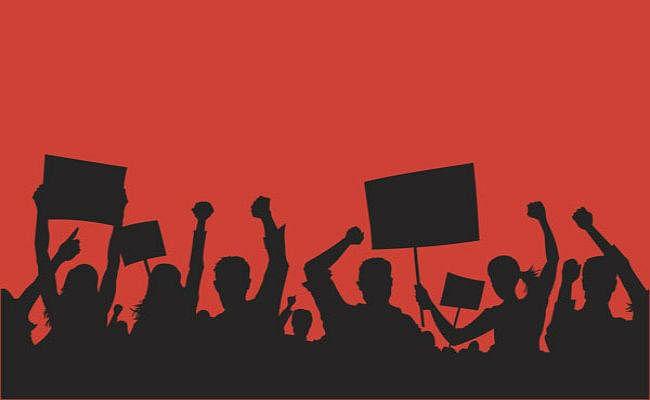 Labor Law protest in koderma : श्रम कानून का मजदूर संगठनों ने किया विरोध, सीटू, एक्टू और एटक ने निकाला मार्च