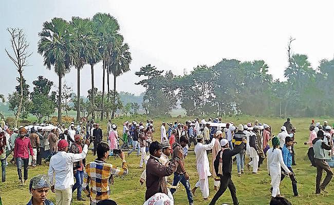 दिल्ली अग्निकांड : समस्तीपुर के ब्रह्मपुरा में एक साथ दफनाये गये 11 शव, पूरा गांव रोया