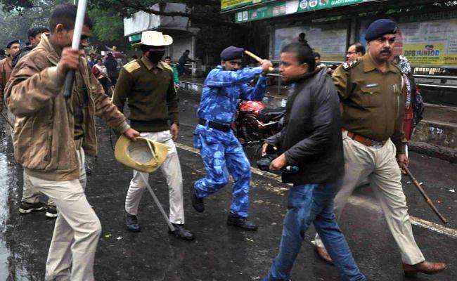 सामूहिक बलात्कार के विरोध में सैकड़ों लोग पटना में सड़कों पर उतरे, दो आरोपित ने किया सरेंडर
