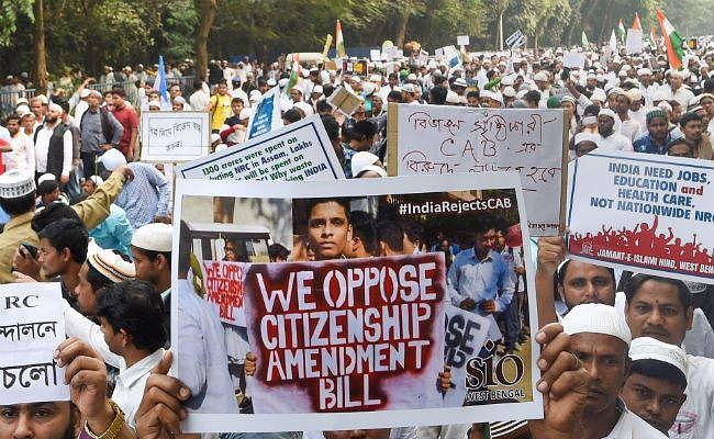 नागरिकता विधेयक : प्रदर्शनकारियों ने मुर्शिदाबाद में रेलवे स्टेशन फूंका, ट्रेन सेवाएं बाधित