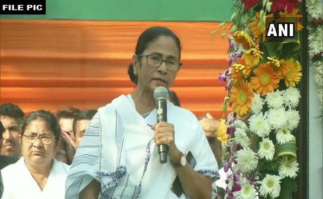 CAB के खिलाफ बंगाल में हिंसक प्रदर्शन, मुख्यमंत्री ममता बनर्जी ने कहा, कानून हाथ में ना लें, कड़ी कार्रवाई होगी