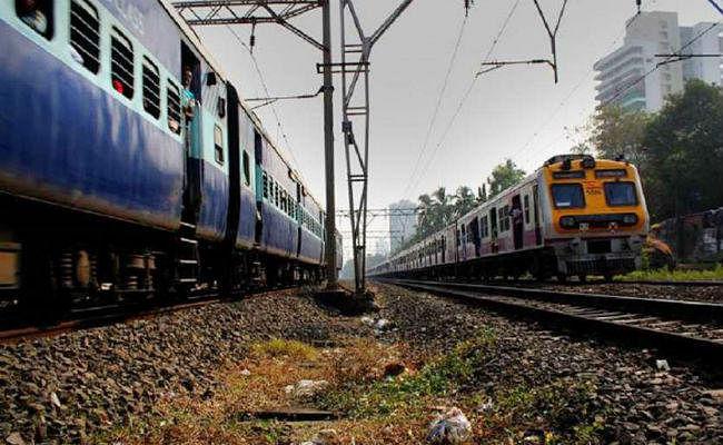 असम में फंसे यात्रियों की मदद के लिए गुवाहाटी से स्पेशल ट्रेनें चला रहा है रेलवे