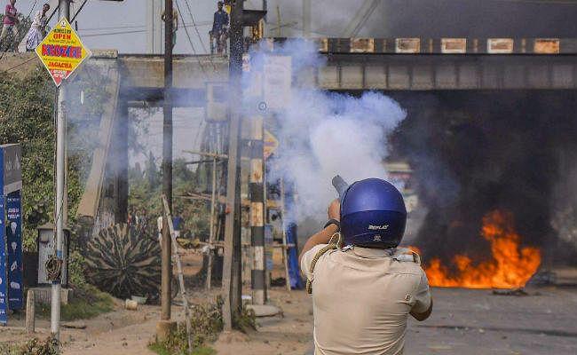 CAB के खिलाफ प्रदर्शनों के बाद डिब्रूगढ़-गुवाहाटी में कर्फ्यू में ढील, दुकानों के बाहर लगी लंबी कतारें