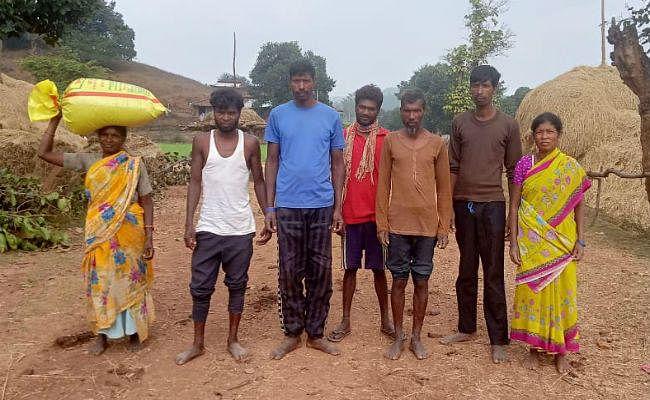 सरकारी दावों को झुठलाता सारंगाडीह गांव, इस गांव में न शुद्ध पानी, बिजली और न ही सरकारी स्कूल