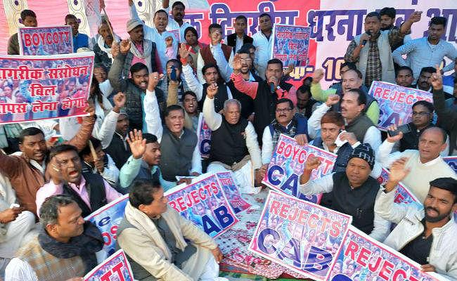 CAA के विरोध में धरने पर बैठे पूर्व मुख्यमंत्री जीतनराम मांझी, निकाला गया विरोध मार्च