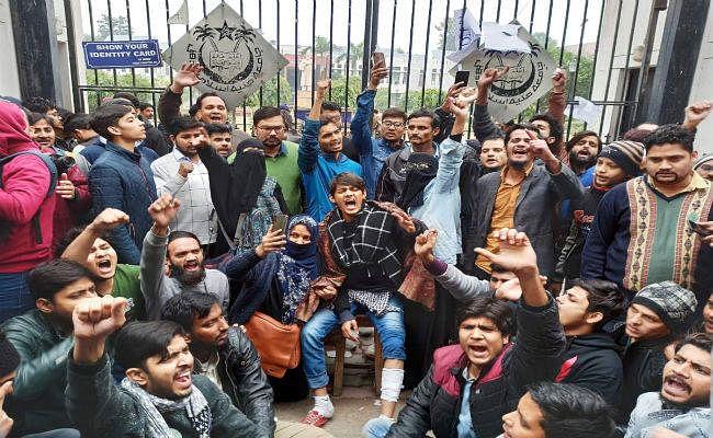 Citizenship Protests : बाॅलीवुड ने जामिया के छात्रों का समर्थन किया, पुलिस की निंदा