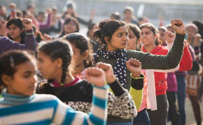WEF Report : भारत में स्वास्थ्य और आर्थिक क्षेत्र में महिलाओं की स्थिति ज्यादा खराब