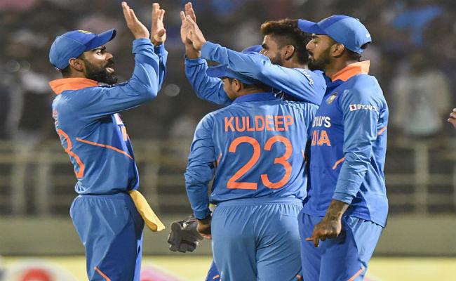 कुलदीप वनडे में दो हैट्रिक लेने वाले भारत के पहले और दुनिया के छठे गेंदबाज बने