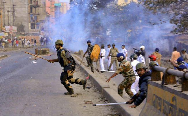 बंगाल के उत्तरी दिनाजपुर में विरोध मार्च में बम फेंके गए, पांच घायल