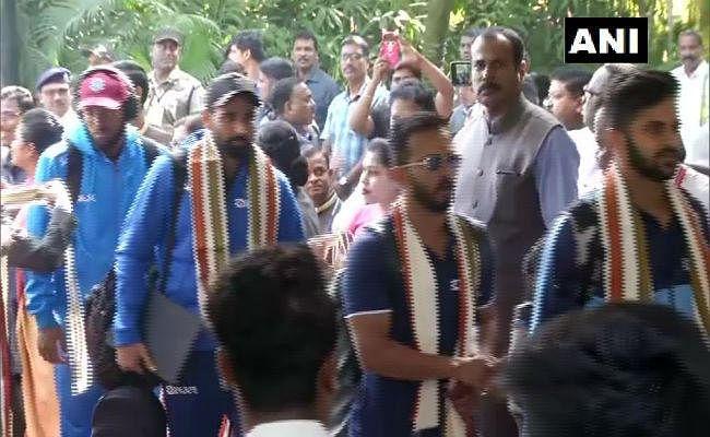 भारत और वेस्टइंडीज की टीमें तीसरे वनडे के लिए कटक पहुंची