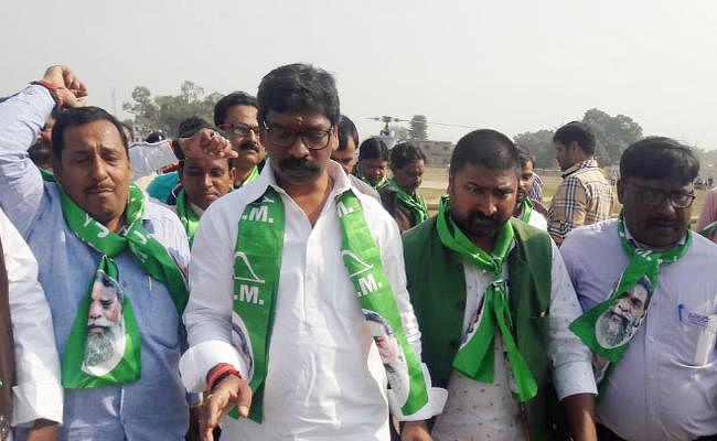 भगवा कपड़ों को लेकर विवादित बयान देकर फंसे हेमंत सोरेन, भाजपा ने चुनाव आयोग में दर्ज करायी शिकायत