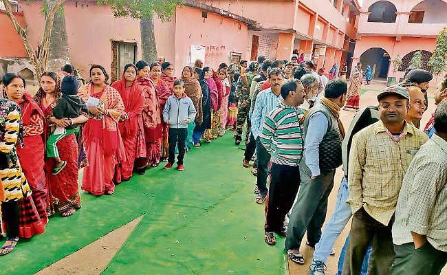 झारखंड विधानसभा चुनाव अंतिम चरण : संताल में खिला लोकतंत्र, गोड्डा में वोट बढ़ा