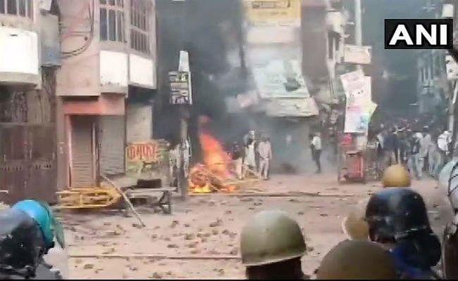 CAA विरोध : उप्र के रामपुर में हिंसक प्रदर्शन, एक की मौत; पुलिसकर्मियों समेत कई घायल
