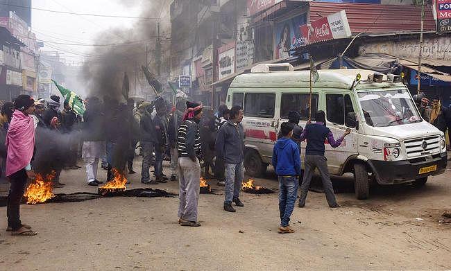 NRC-CAA Protest : बिहार बंद के दौरान जमकर मचा बवाल, कई नेताओं पर एफआइआर, देखें कुछ तस्वीरें