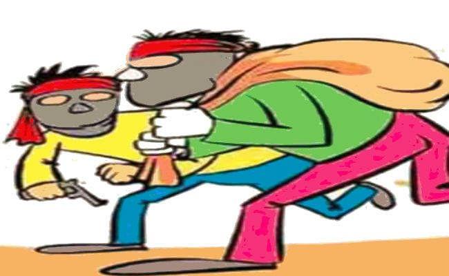 मुजफ्फरपुर में एटीएम में नकदी डालने के दौरान 24 लाख रुपये की लूट