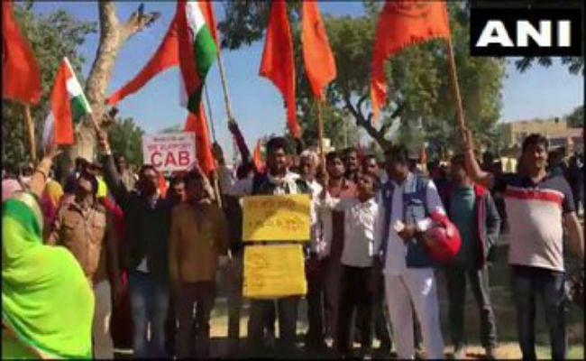 CAA के समर्थन में सूरत में रैली, अहमदाबाद के प्रदर्शन में शामिल होंगे विजय रूपाणी