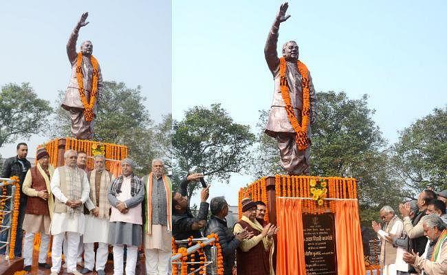 मुख्यमंत्री नीतीश कुमार ने पूर्व प्रधानमंत्री भारत रत्न अटल बिहारी वाजपेयी की प्रतिमा का किया लोकार्पण