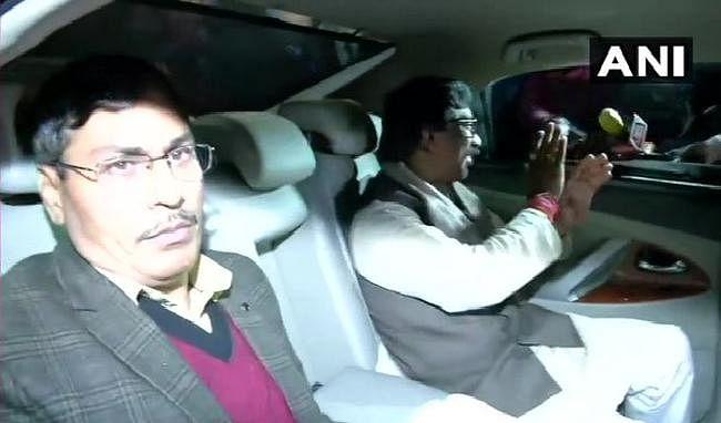 कांग्रेस अध्यक्ष सोनिया गांधी से मिलने दिल्ली पहुंचे हेमंत सोरेन