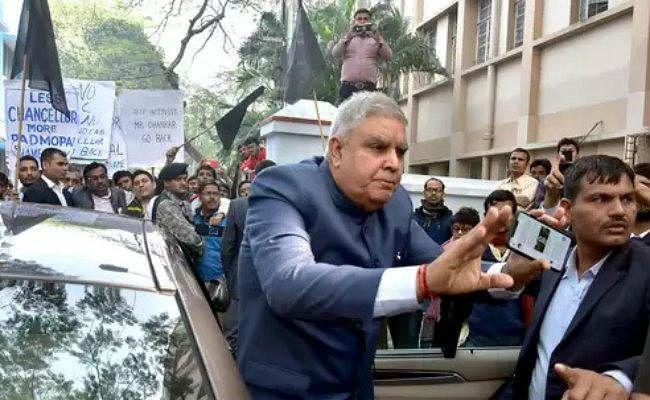जादवपुर यूनिवर्सिटी के छात्रों ने कुलाधिपति धनखड़ को 'निष्कासित'' करने का किया फैसला