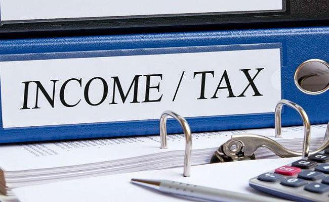 बजट 2020 : अर्थव्यवस्था में तेजी लाने के लिए इनकम टैक्स में कटौती कर सकती है सरकार