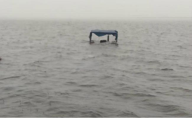 नशे में धुत चालक ट्रैक्टर लेकर कोयला नदी में घुसा, पानी में डूबकर हुई मौत