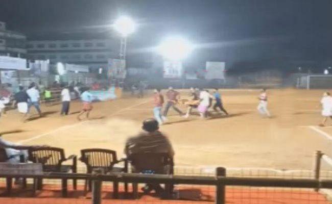 फुटबॉल के मैदान में हादसा, मैच के दौरान फुटबॉलर की मौत