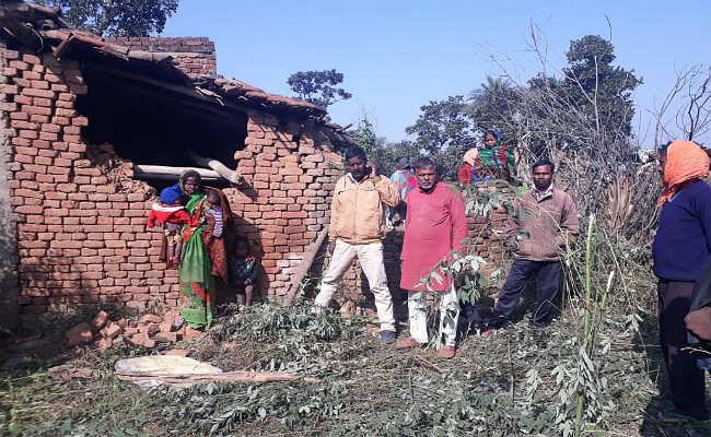 बड़कागांव में हाथियों का कहर पांचवे दिन भी जारी, घरों को तोड़ा, फसलों को रौंदा