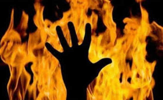 सुलतानगंज :  पुआल के टाल में लगी आग, जिंदा जला बच्चा