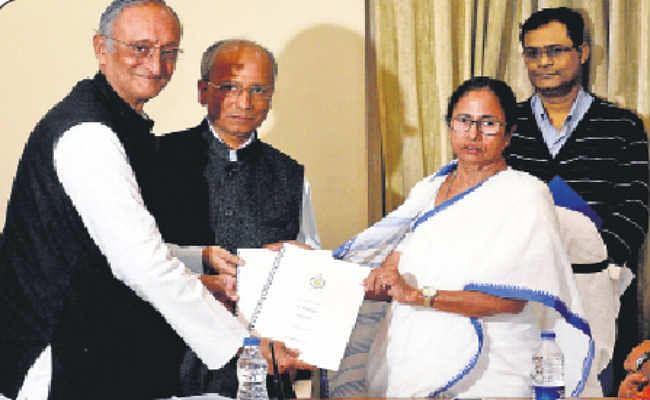 कोलकाता :  वित्त मंत्री अमित मित्रा ने पेश किया राज्य बजट, 2018-19 में 9 लाख रोजगार का हुआ सृजन, 2.37 लाख करोड़  के बजट में कृषि, सामाजिक सुरक्षा पर जोर