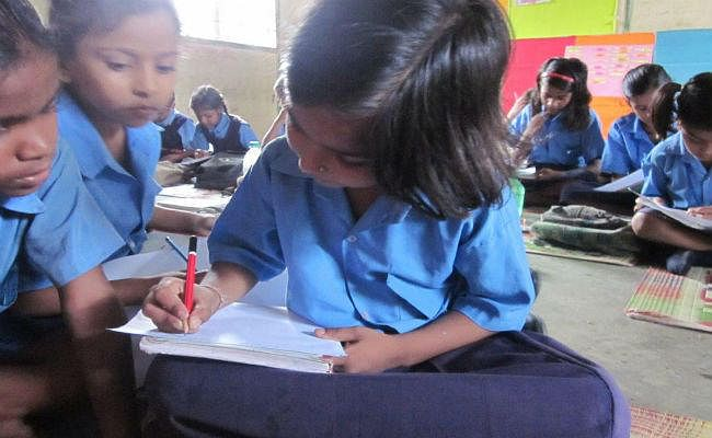 सरकारी स्कूल में कक्षा एक से आठ तक के बच्चों को मिलेगा अनाज और पैसे