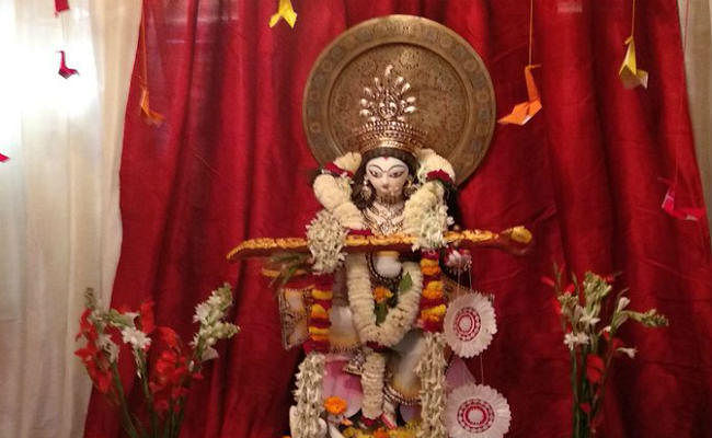 विशेष लेख: भटक रहे हैं युवा, माता सरस्वती की पूजा पश्चिमी सभ्यता में हो रही है तब्दील