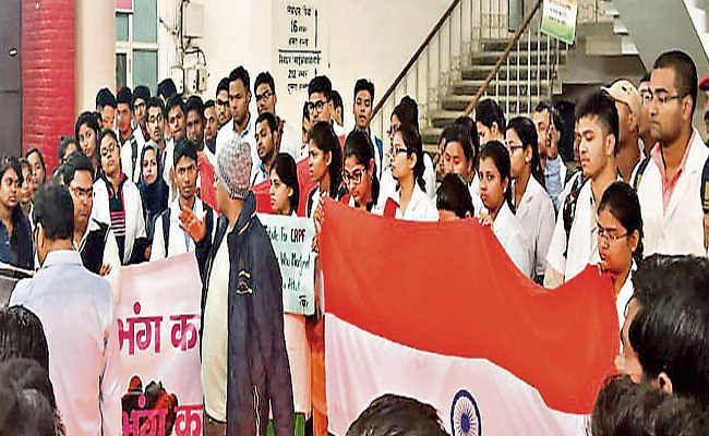 रांची :  शहीद जवानों के सम्मान में जूनियर डॉक्टरों ने स्थगित किया आंदोलन , 600 जूनियर डॉक्टर देंगे एक दिन का वेतन