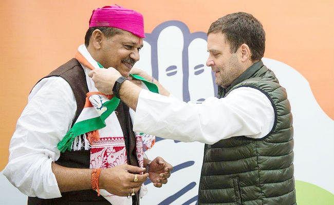कांग्रेस में शामिल हुए कीर्ति झा आजाद, कांग्रेस अध्यक्ष को मिथिला का ''पाग'' पहनाकर किया स्वागत