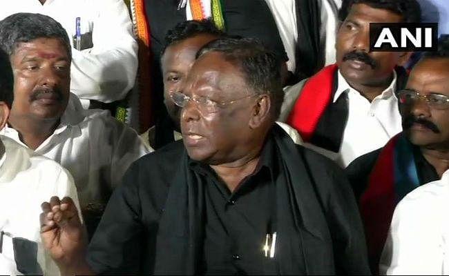 पुडुचेरी के मुख्यमंत्री ने धरना खत्म किया, किरण बेदी ने जतायी खुशी