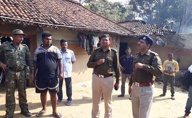 Jharkhand : टांगी व कुल्हाड़ी से मारकर एक ही परिवार के पांच लोगों की हत्या, घर में लगा दी आग, देखें भयावह PICS