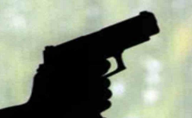 शादी समारोह में हर्ष फायरिंग, गोली लगने से तीन महिला समेत पांच जख्मी