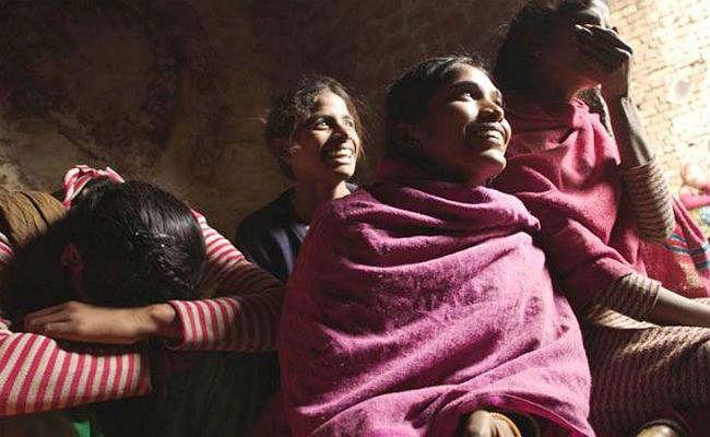 Oscar 2019: हापुड़ की लड़कियों पर बनी फिल्म को मिला ऑस्कर, गांव में जश्न का माहौल