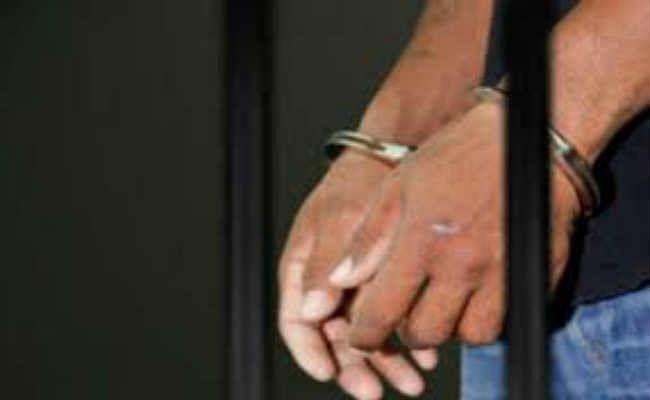 पुलिस ने 10 संदिग्धों को लिया हिरासत में