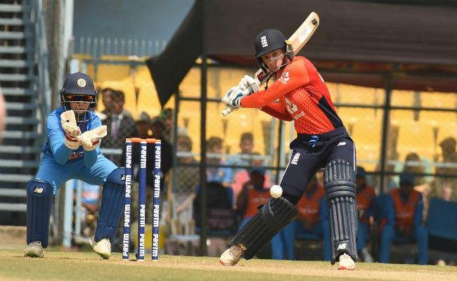 भारतीय महिला टीम ने तीसरे टी20 मैच में इंग्लैंड को जीत तोहफे में दी