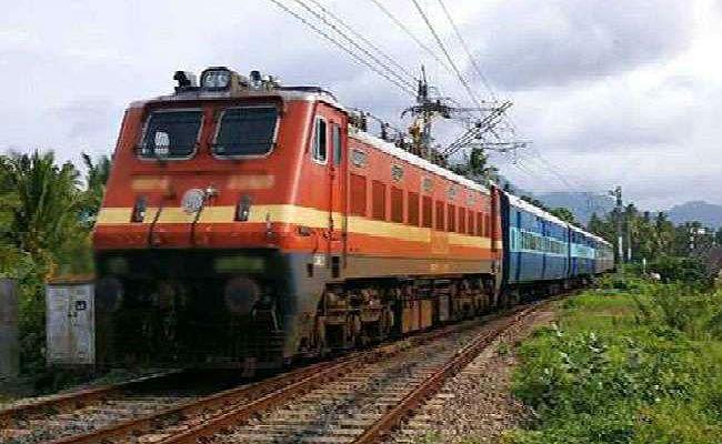 जमालपुर से होकर गुजरेंगी तीन स्पेशल ट्रेनें, लोगों में खुशी