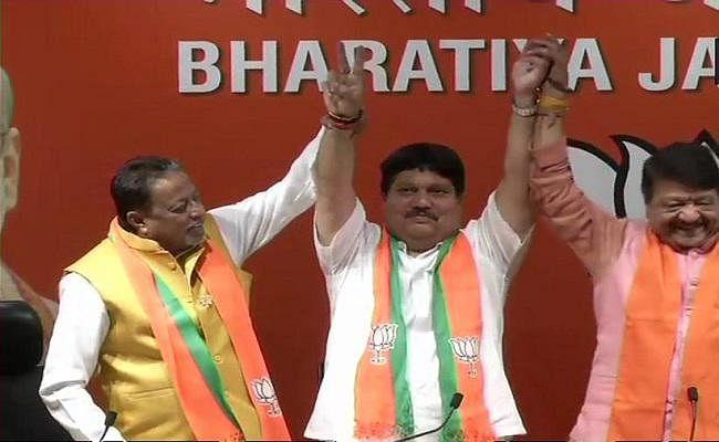 तृणमूल को झटका, भाटपाड़ा से विधायक अर्जुन सिंह ने थामा भाजपा का दामन